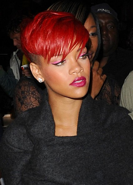http://content4.promiflash.de/article-images/w425/rihanna-in-rot-2.jpg