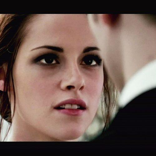 Robert Pattinson, Kristen Stewart - Pattinson quedó muy impresionado con Kristen vestida de novia