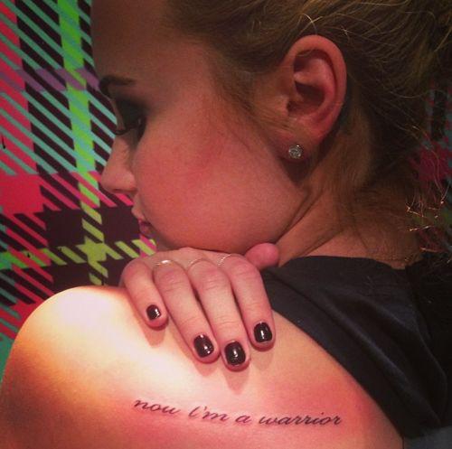 Ich wollte mal fragen wie ihr das neue und 12. Tattoo von Demi Lovato ...