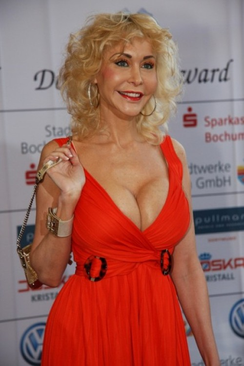 dolly buster kino suche sexuelle beziehung
