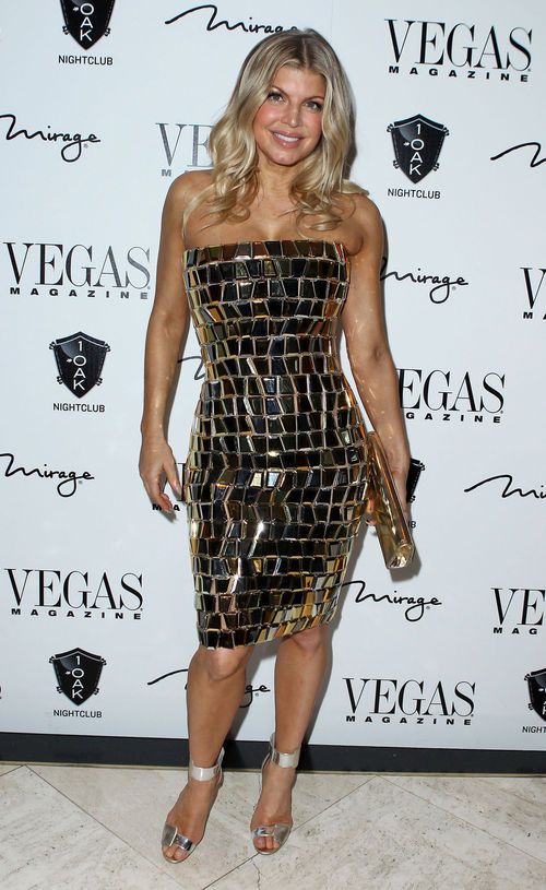 Fergie schimmerte im goldenen Kleid