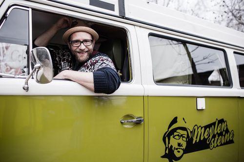 """Gregor Meyle fuhr in seinem VW-Bus mit der Musiker-Doku """"Meylensteine"""" super Quoten ein"""