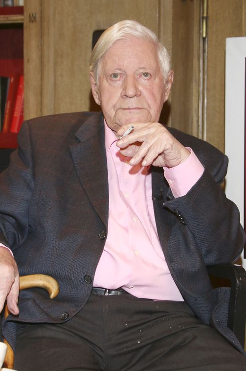 Helmut Schmidt liegt im Krankenhaus