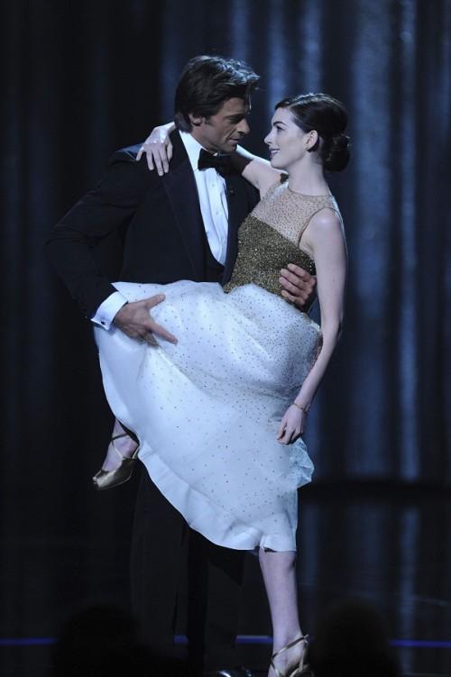 Anne Hathaway Oscars 2009. anne hathaway oscars hugh