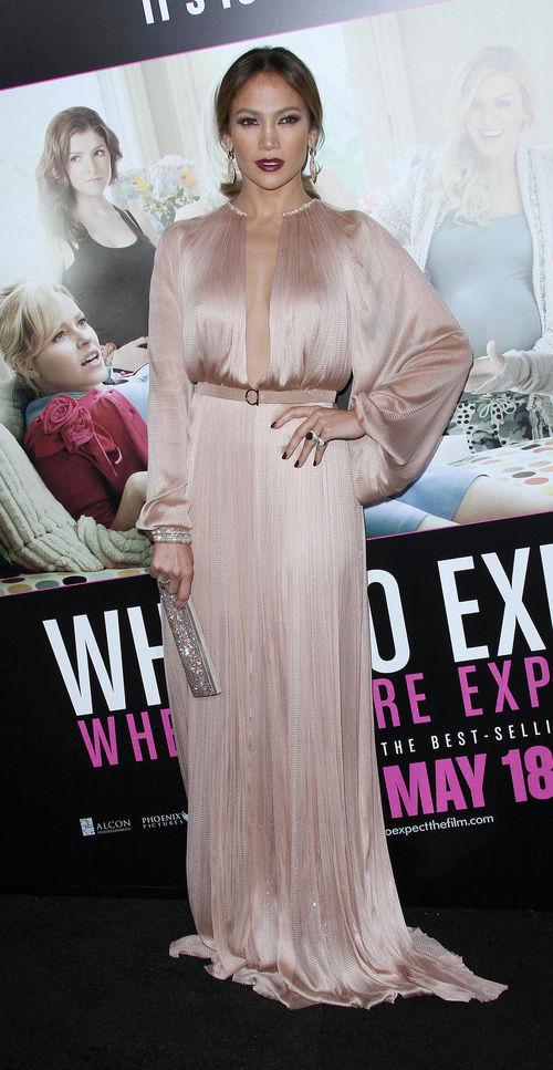 Jennifer Lopez in einem Seidenkleid mit Göttinnen-Flair