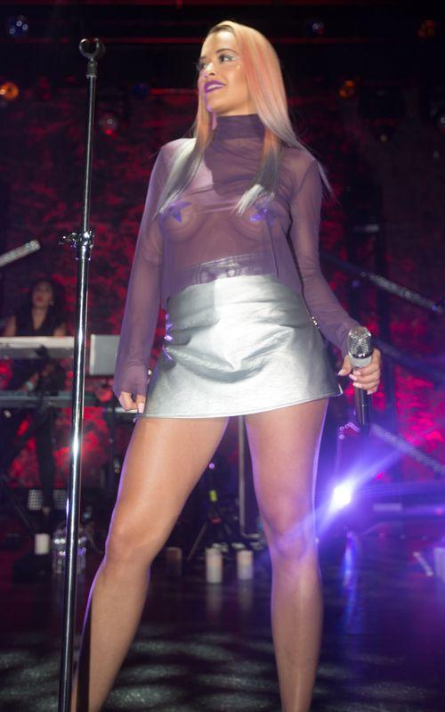 Rita Ora legte in L.A. eine heiße Bühnenshow hin