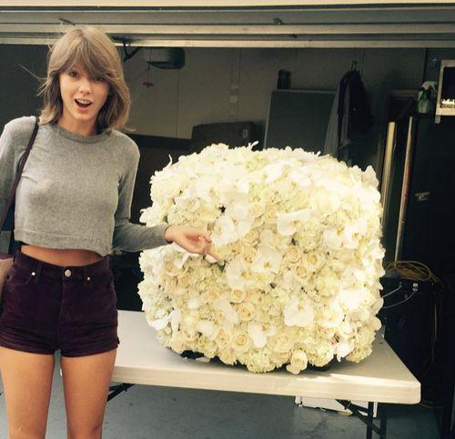 Taylor Swift hat von Kanye West einen großen Blumenstrauß bekommen