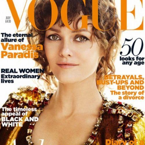 Vanessa Paradis ist in der Vogue mit einem verdächtigen Ring am Finger zu sehen