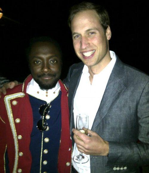 Will.i.am posiert stolz mit Prinz William