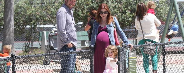 Alyson Hannigan ist mit ihrer Familie auf dem Spielplatz