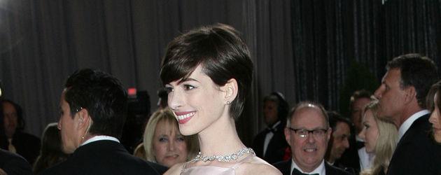 Anne Hathaway im Nippelkleid