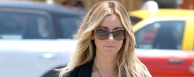 Ashley Tisdale mit roter Strähne