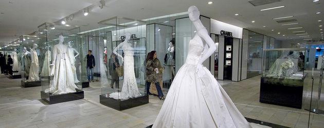 Ausstellung von Vera Wang Hochzeitskleidern in NY