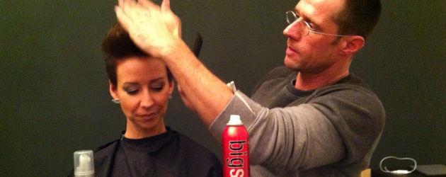 Benjamin Kiss macht Isabell Hertels Haare