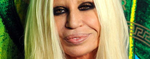 Donatella Versage gezeichnet von Beauty OP'S