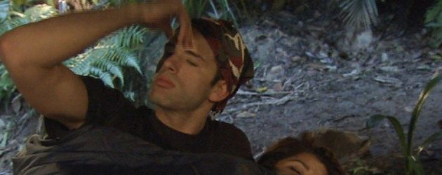 Dschungelcamp 2011, Tag 9, Jay und Indira im Bett