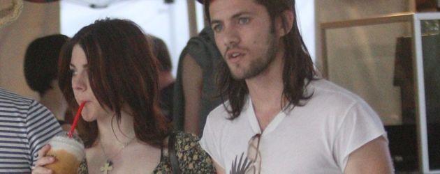 Frances Bean Cobain unterwegs mit ihrem Verlobten