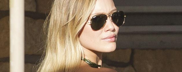 Hilary Duff mit Pilotenbrille im Urlaub