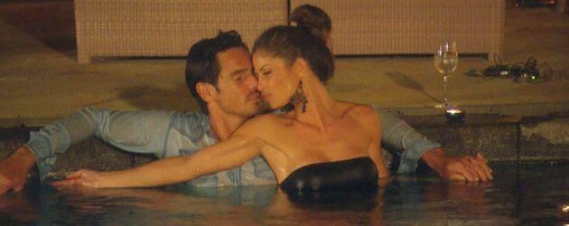 Jan und Alissa im Pool