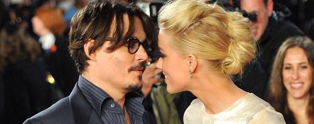 Johnny Depp und Amber Heard wirken sehr vertraut