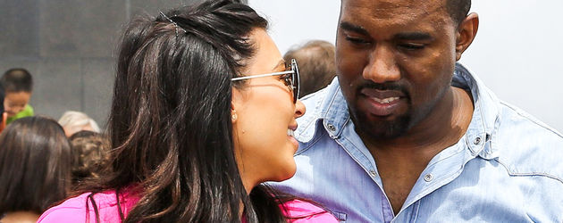 Kim Kardashian trägt Pink in Brasilien