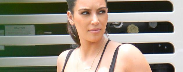 Kim Kardashians BH rutscht aus dem Kleid