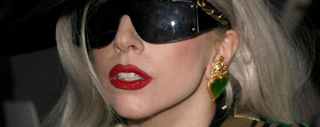 Lady GaGa mit Hut und Brille