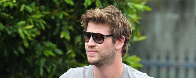 Liam Hemsworth guckt gequält