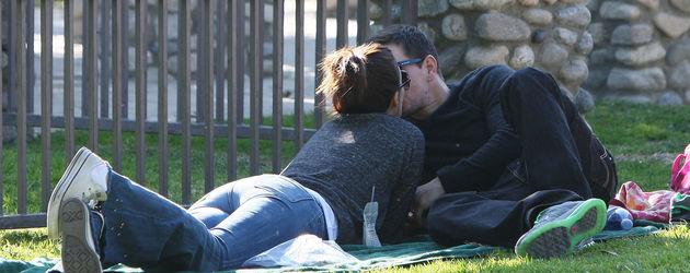 Mark Wahlberg küsst seine Frau Rhea