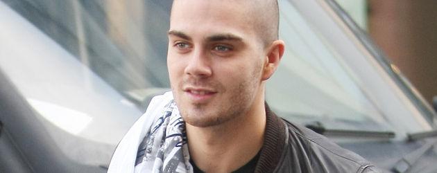 Max George lächelt