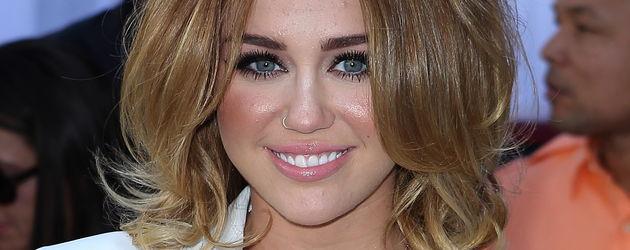 Miley Cyrus mit voluminöser Haarpracht