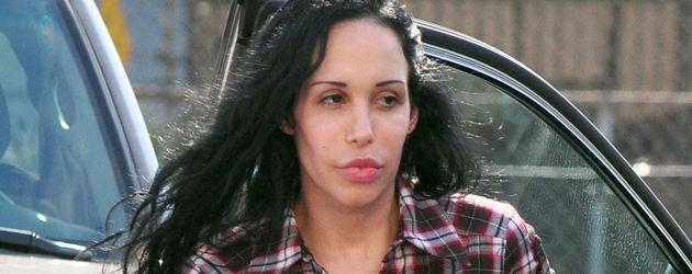 Nadya Suleman steigt aus Auto aus