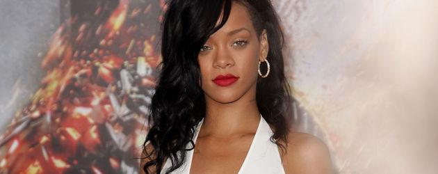 Rihanna mit sehr tiefem Ausschnitt