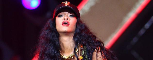 Rihanna rockt die Bühne