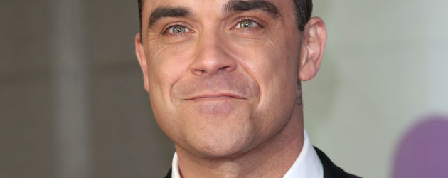 Robbie Williams im Anzug bei den Brit Awards