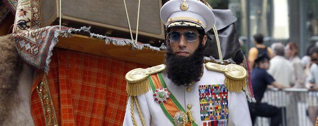 Sacha Baron Cohen am Set von 'The Dictator' auf einem Kamel