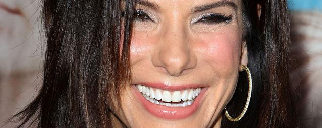 Sandra Bullock lächelt