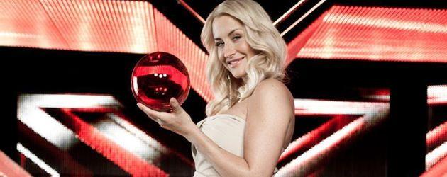 Sarah Connor vor X-Factor-Logo