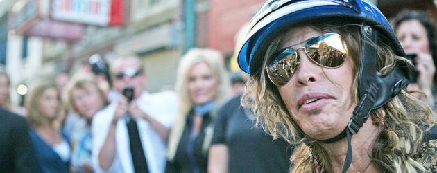 Steven Tyler mit Helm