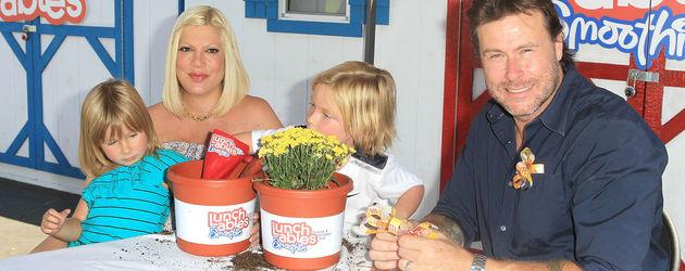 Tori Spelling mit 2 Kindern