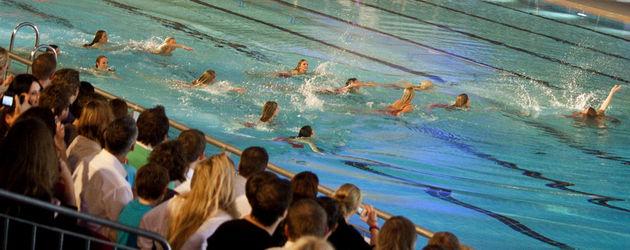 TV Total Turmspringen: Die Rettungsschwimmerinnen