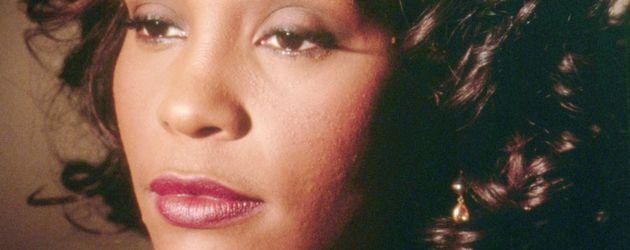 Whitney Houston guckt traurig