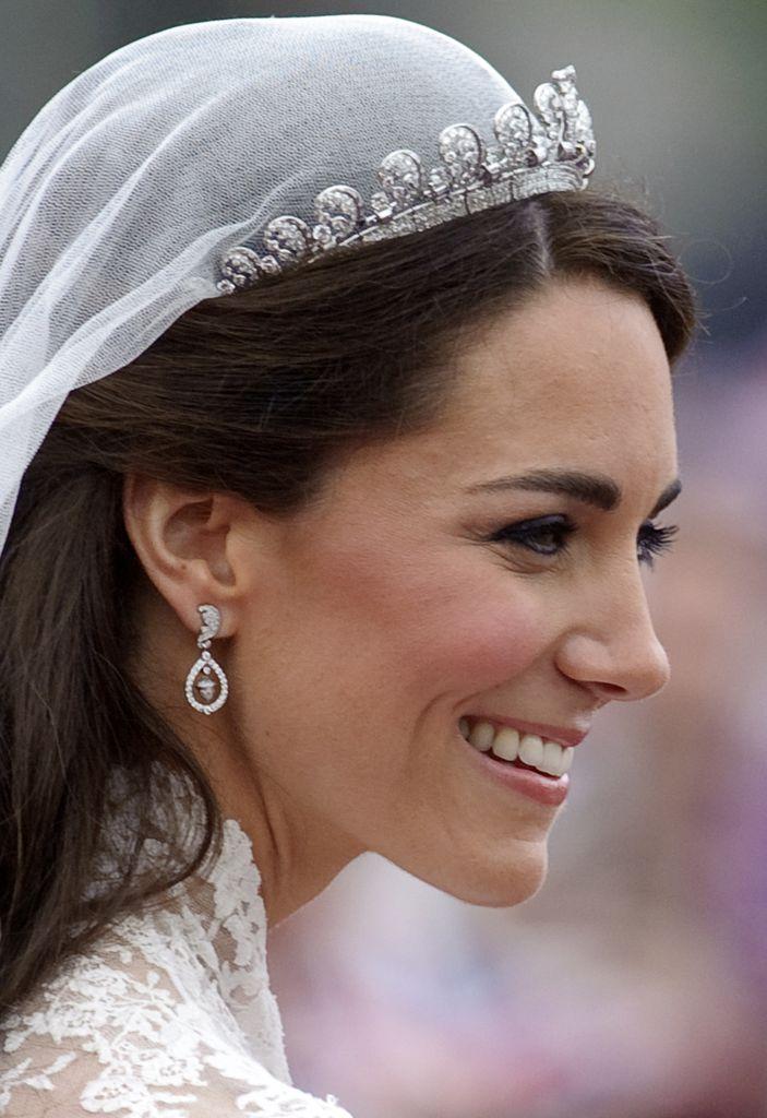 Wird Meghan Zur Hochzeit Das Diadem Von Lady Di Tragen