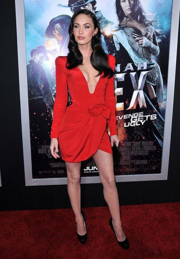 Megan Fox: Rotes Kleid und dicke Lippen | Promiflash.de