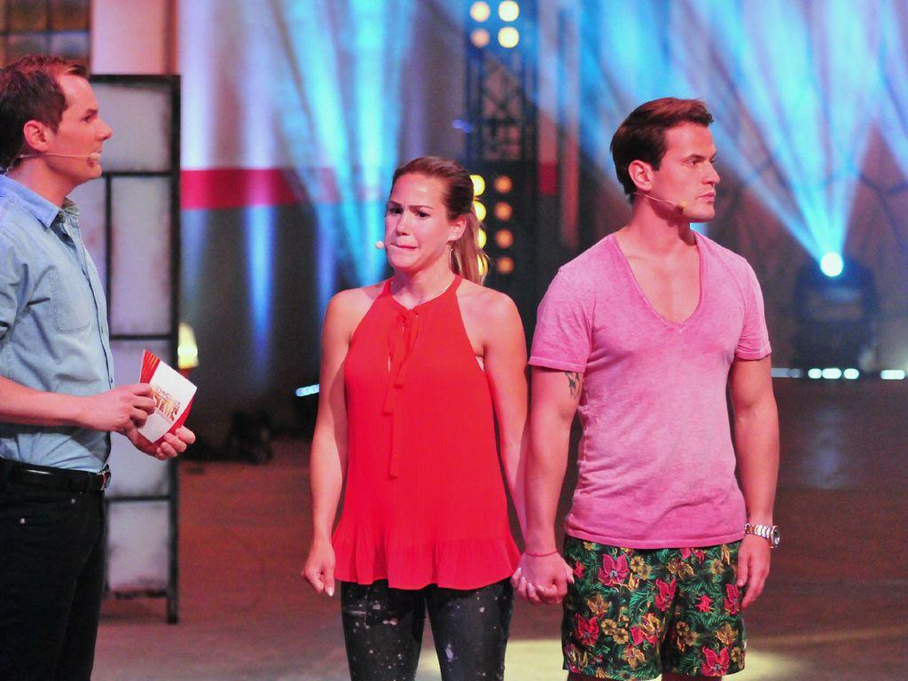"""Angelina Heger und Rocco Stark in einer Szene von """"Das Sommerhaus der Stars"""""""