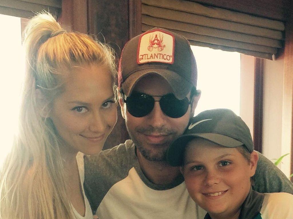Anna Kournikova und Enrique Iglesias zeigen sich auf einem Selfie