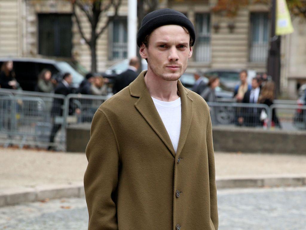"Anton Yelchin bei der ""Miu Miu""-Show 2015 in Paris"