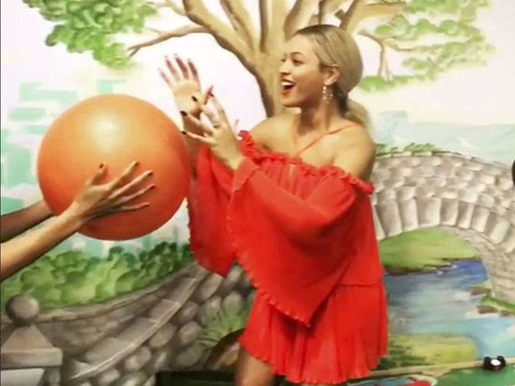 """Beyoncé und Kelly Rowland machen die """"Mannequin-Challenge"""""""