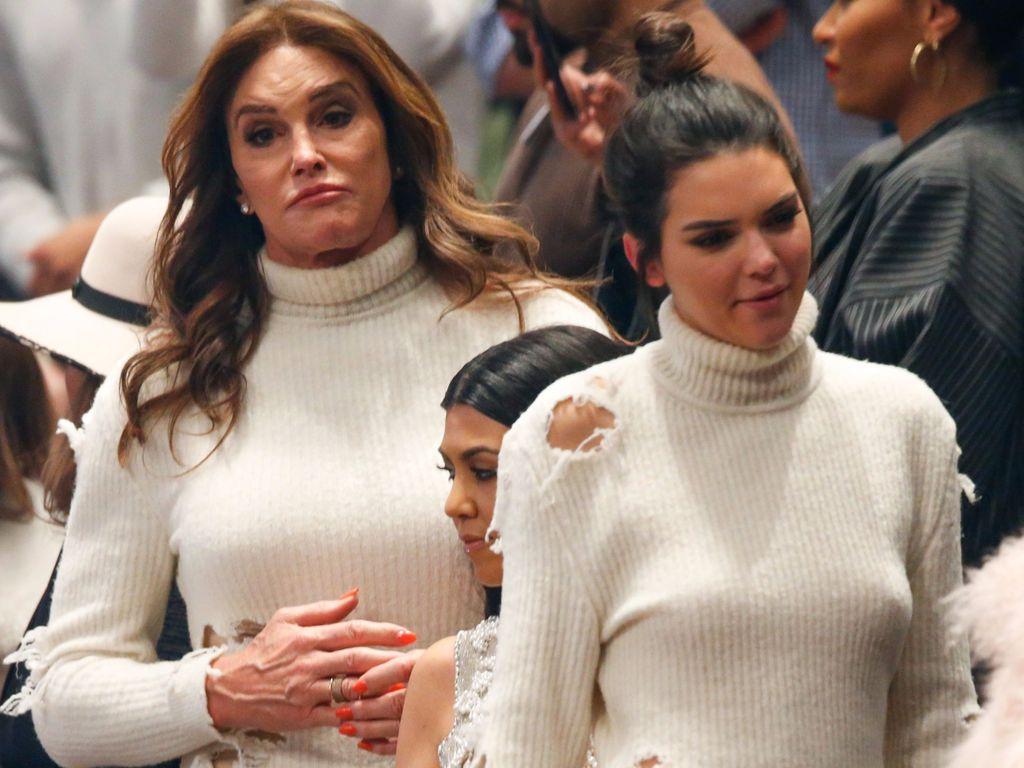 Caitlyn und Kendall Jenner bei der Yeezy Modenschau im Februar 2016
