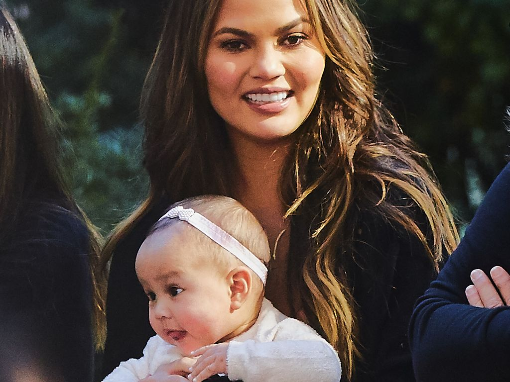 Chrissy Teigen mit Tochter Luna in New York City